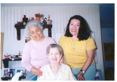 Lillian López with her friends Telza Gardner (left) and Gennie Perez (right) celebrating her birthday