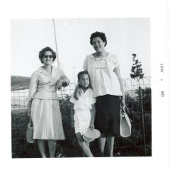 Lillian López (far left) with her sister Elba Cabrera and Cabrera's son Tony