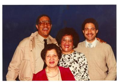 Lillian López (bottom center) and her sister Elba Cabrera