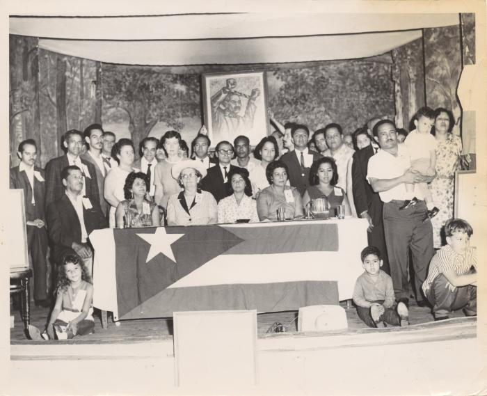 Group of people with a portrait of Pedro Albizu Campos as a prisoner on the back