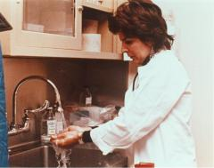 Dr. Helen Rodríguez-Trías washing hands at sink