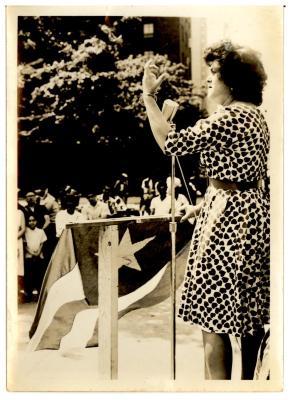 Emelí Vélez de Vando addressing crowd at a rally