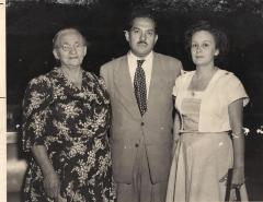 Gilberto Concepción de Gracia with his mother, Carmen and his wife, Ada