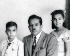 Gilberto Concepción de Gracia  with his children