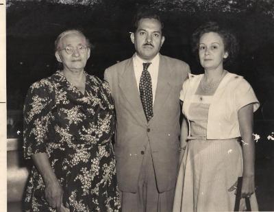 Gilberto Concepción de Gracia with his mother, Carmen and his wife, Ada