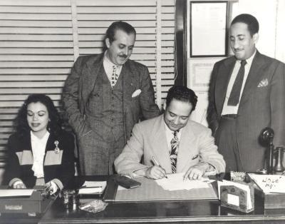 "Pedro ""Piquito"" Marcano signing contract"