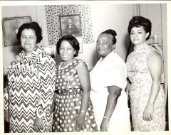 Sofia Pérez with other women