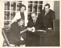 Sofia Pérez at desk