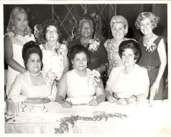Sofia Pérez with Daniela Aponte at center