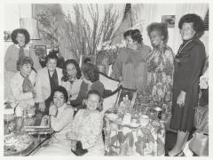 Coretta Scott King on couch, with Olga Méndez seated at far left