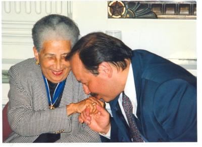 Nelson Diaz kissing Antonia Pantoja's hand