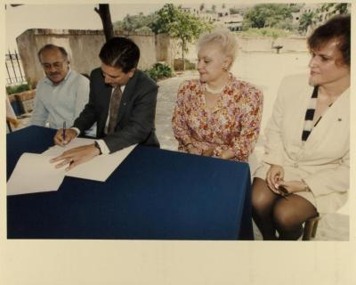 "Signing of Executive Order Granting Custody of the ""Historical Archives of the Puerto Rican Migration to the US"" to Centro by Governor Pedro J. Rosselló"