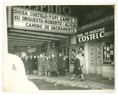 Crowd waits outside Teatro Hispano for the evening's show
