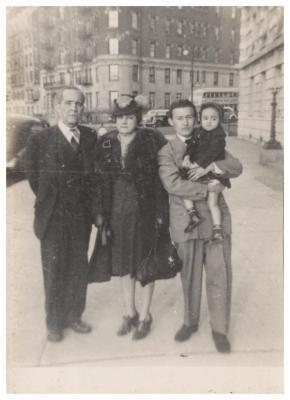 Gerardo and Maria Luisa Torres with family