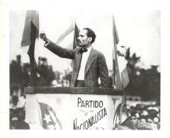 Albizu Campos at the Partido Nacionalista podium