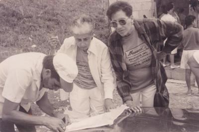 Antonia Pantoja working in a community project