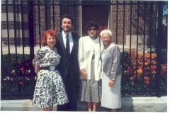 Richie Pérez with his wife Martha and their mothers