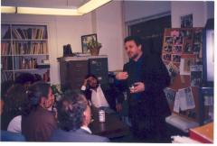 Richie Pérez leading a meeting
