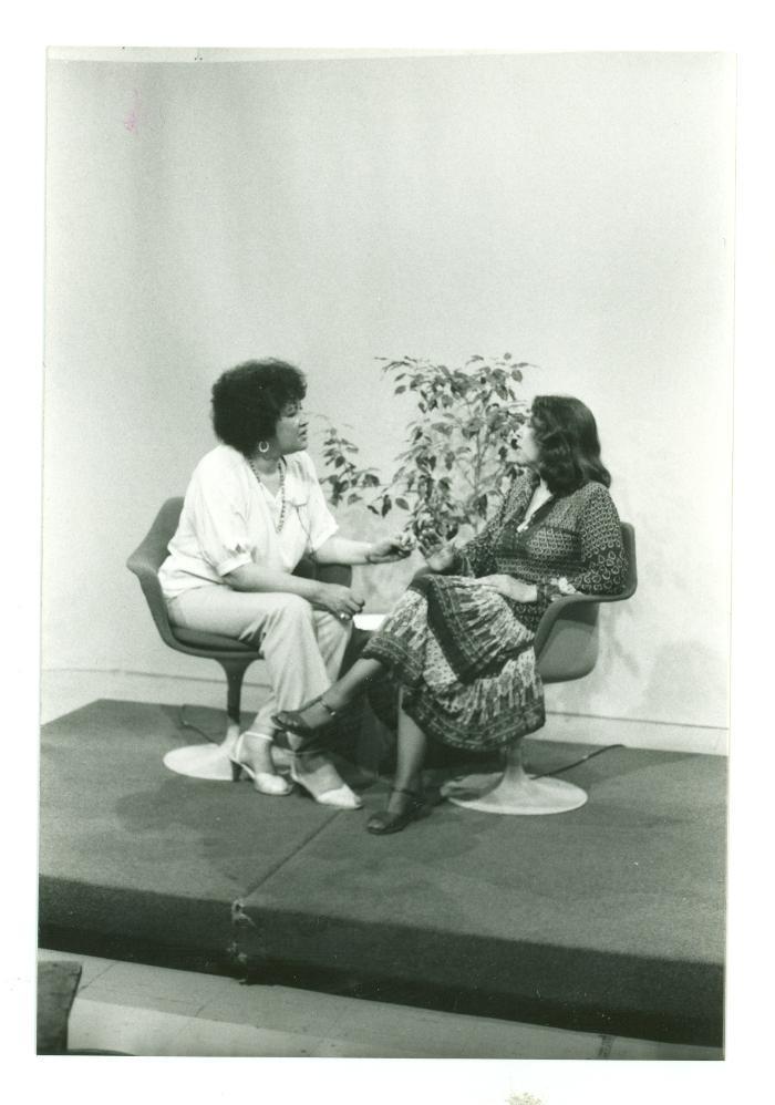 Elba Cabrera interviewing writer Nicholasa Mohr
