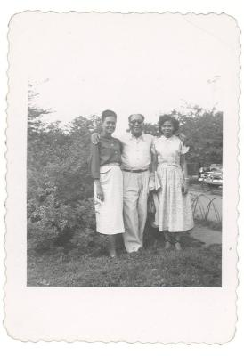 Jesús Colón with two women