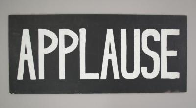 Applause/ Aplauso (wooden sign)
