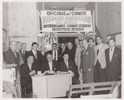 People outside the Oficinas del Comite Hispano Americano del Bronx