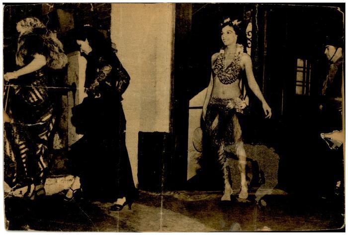 Vélez Mitchell as a Hawaiian dancer