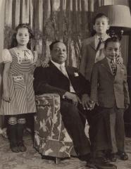 Joaquin Colón and his children