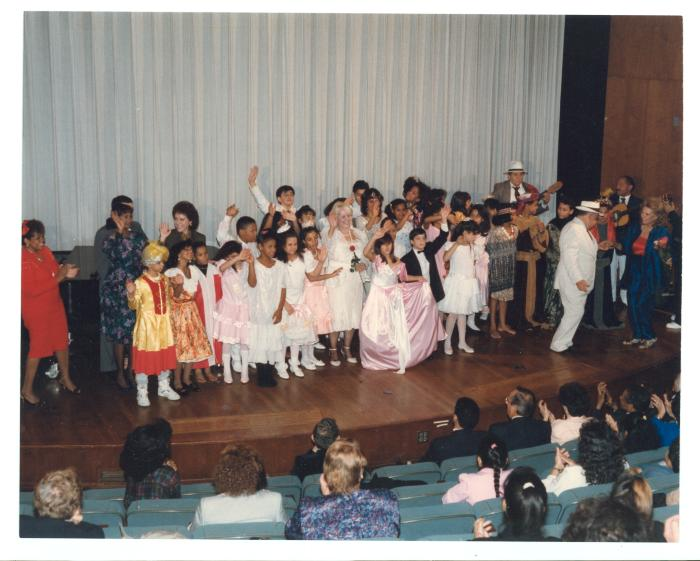 Vélez Mitchell taking a bow with cast