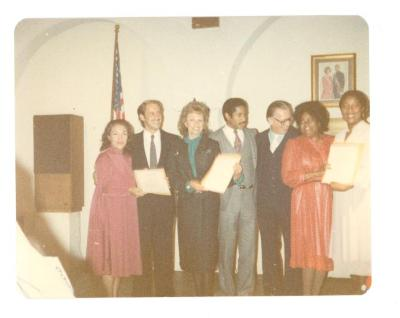 Vélez Mitchell receives an award