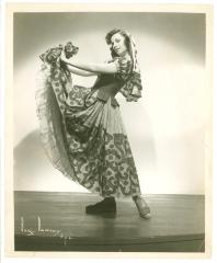 Vélez Mitchell dances La Jota