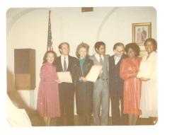 Vélez Mitchell receives an award