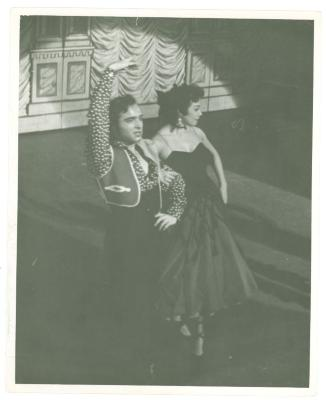Vélez Mitchell and partner at the RKO Theatre