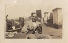 Jesús Colón playing the mandolin