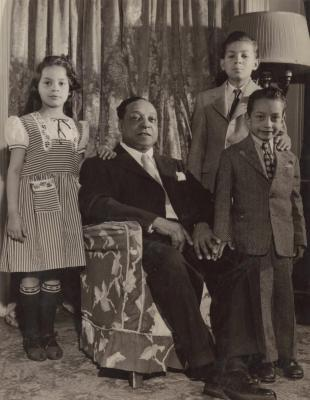Joaquin Colón and his children