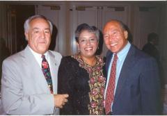 Eddie González (far right)