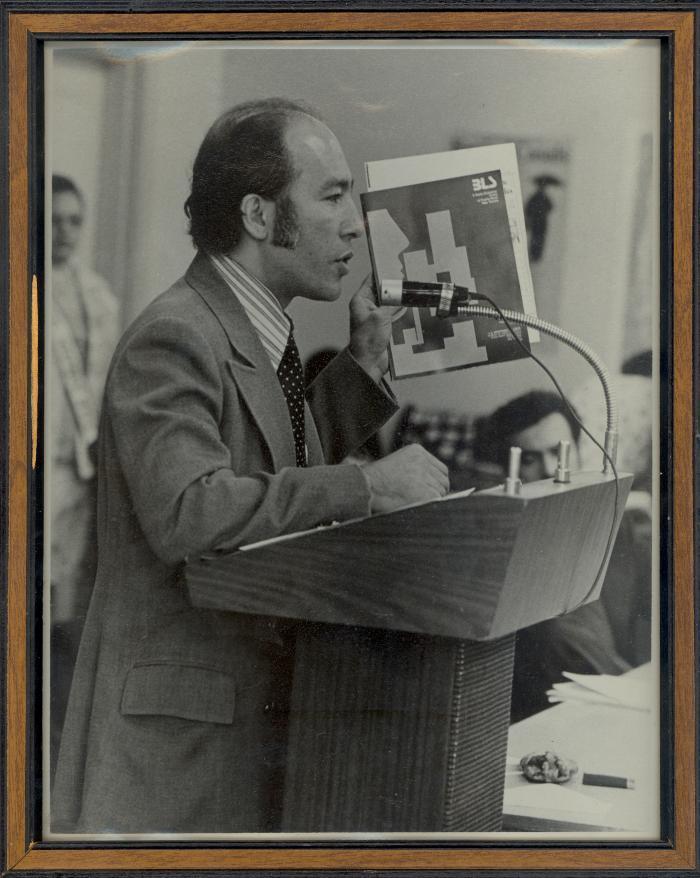 Eddie González giving a speech