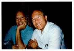 Eddie González (right)