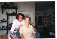 Elba Cabera and her sister Lillian López (seated)